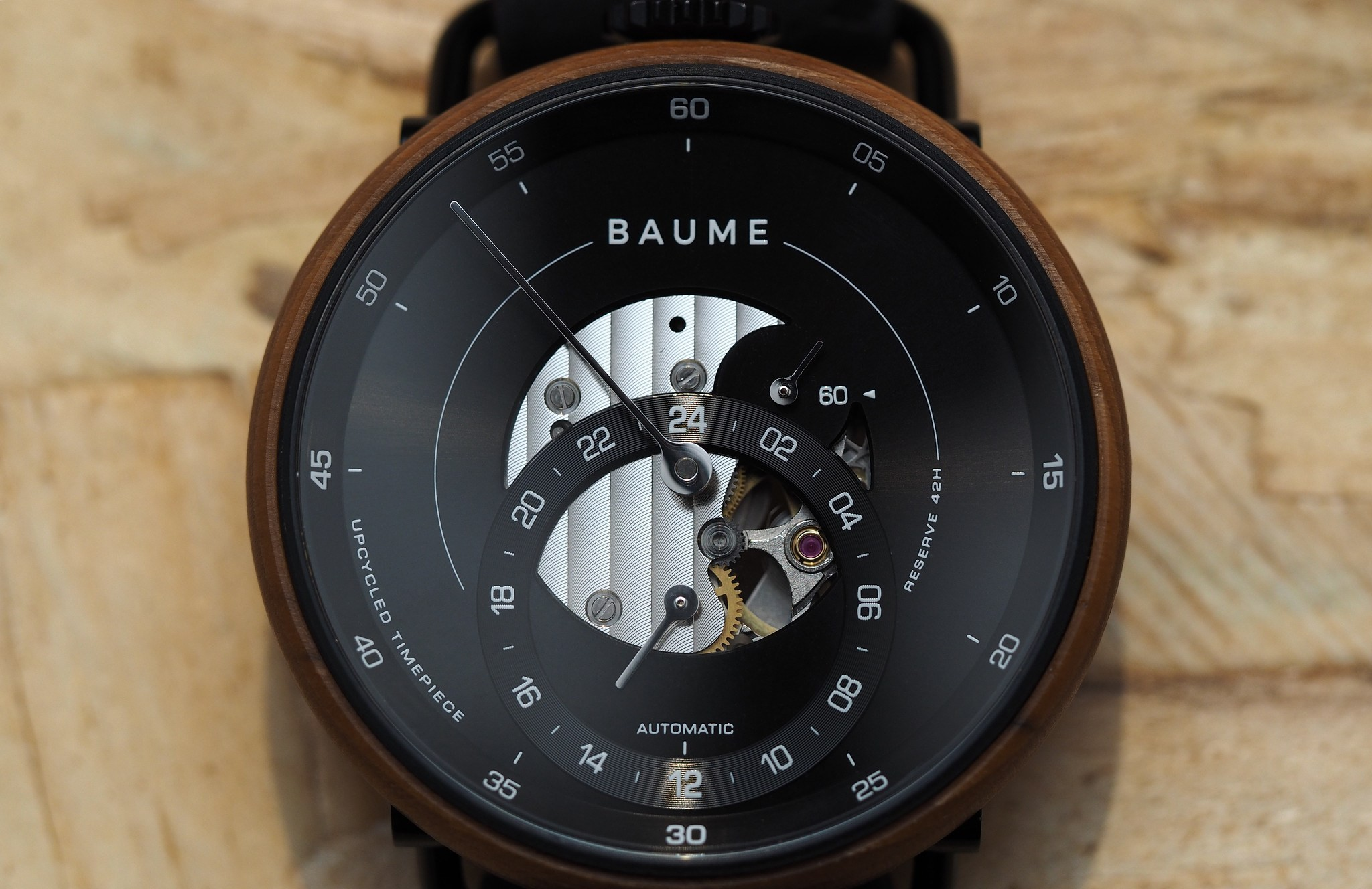 https://static.watchtime.com/wp-content/uploads/2018/05/42mm-automatique-300x600.png